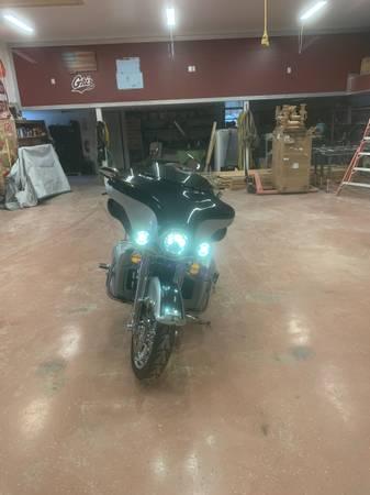 Photo 2013 Harley Davidson Ultra Classic Limited - $23,000 (Grass Range)