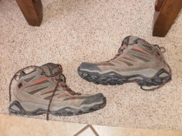 Photo Columbia Omni Grip Mens 10.5 BM 3895-231 hiking shoes - $30 (billings)