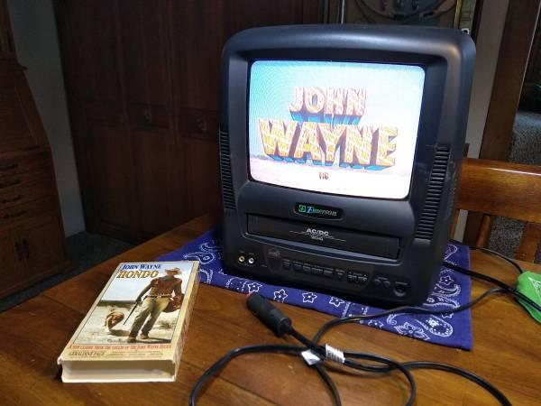 Photo Emerson Color 12v 110v TVVHS 9quot Combo WRemote FREE VHS JOHN WAYNE HO - $99 (Bozeman)