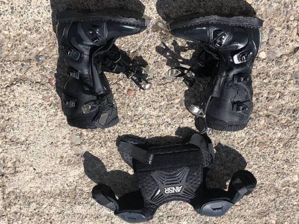 Photo Kids Motorcycle gear - $55 (Gtf)