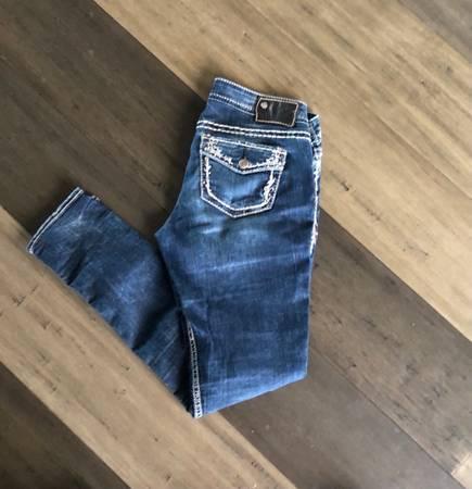 Photo Silver jeans Aiko flap skinny 2731 - $25 (Bozeman)