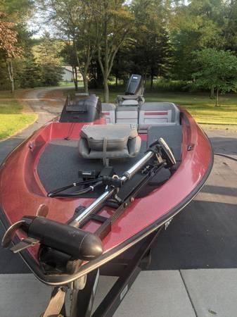 Photo 1989 Bass Tracker 1600 TF 1639 - $5,000 (Green Bay)
