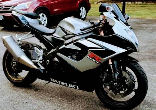 Photo 2006 Suzuki GSXR-1000 Until END OF NOV CASH ONLY PRICE DROPPED - $5,000 (West allis)