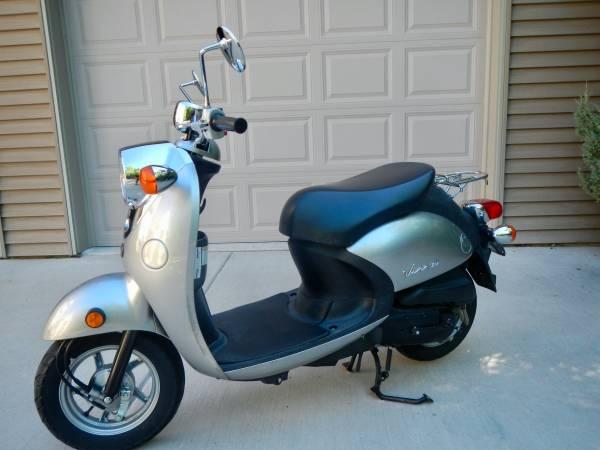 Photo 2006 Yamaha Vino Classic Moped - $1,200 (Egg Harbor)