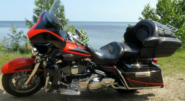 Photo 2007 Harley-Davidson FLHTCUSE2 Screamin Eagle Ultra Classic Electra G - $12,500 (menominee)