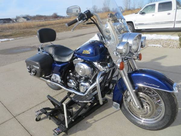 Photo 2007 Harley Davidson Road King Classic Loaded with Chrome - $6,299 (Green Bay)