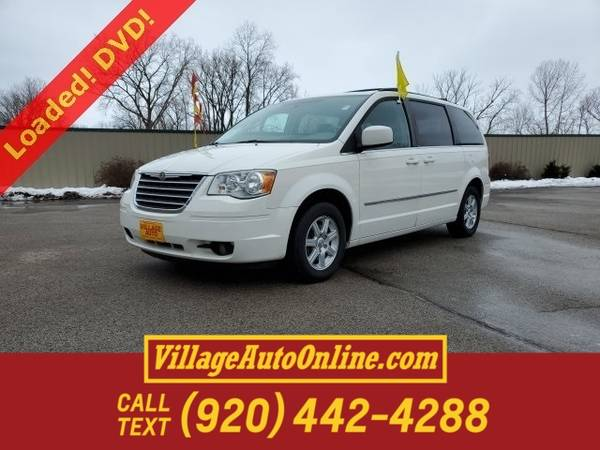 Photo 2010 Chrysler Town Country Touring - $7880 (Green Bay)