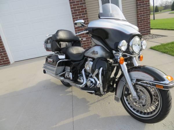 Photo 2010 Harley Davidson Ultra Classic W Cruise - $10,499 (Green Bay)