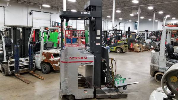 Photo 2010 Nissan Forklift Three Stage Electric Narrow Aisle Single Reach (Green Bay)