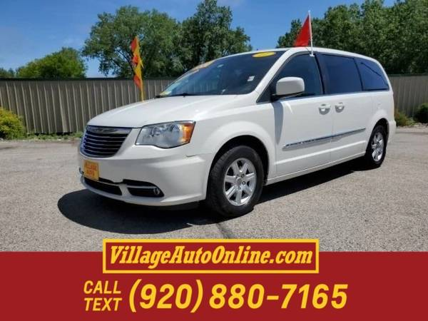 Photo 2011 Chrysler Town Country Touring - $8550 (Green Bay - On 29)