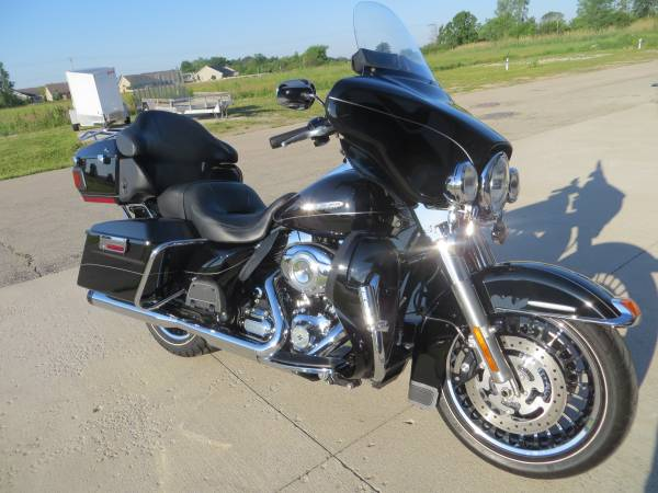 Photo 2012 Harley Davidson Ultra Classic , Loaded with options - $12,499 (Green Bay)