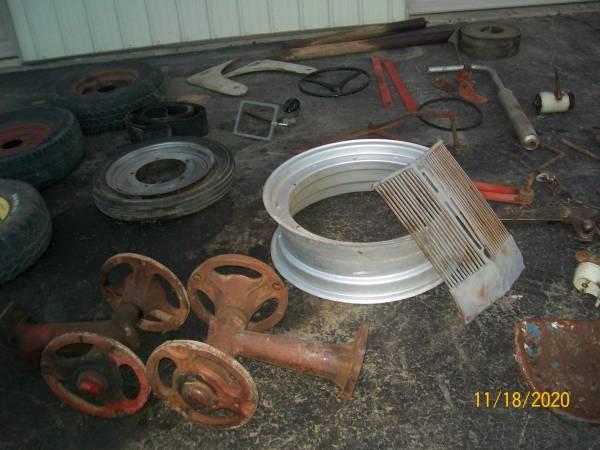 Photo 2,9n ford parts  Farmall parts - $1 (Green Bay)