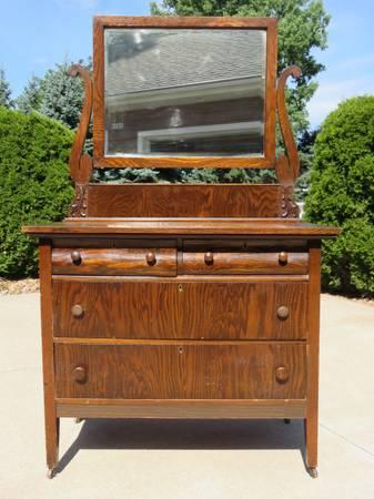 Photo Antique Oak Dresser with Mirror - $200 (Oshkosh)