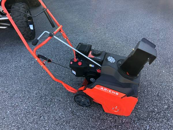 Photo Ariens Professional 21 Snow Blower - $575 (Green Bay)