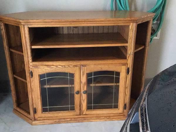 Photo Corner TV Stand - $90 (East Green Bay)