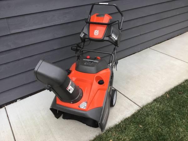 Photo HUSQVARNA SNOWBLOWER ST121E - $350 (EAST GREEN BAY)