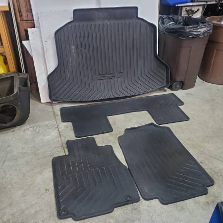 Photo Honda CR-V OEM all weather mats and cargo tray 2012-2016 - $125 (Suamico)