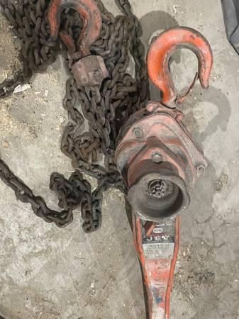Photo Jet 1 12 ton chain hoist - $100