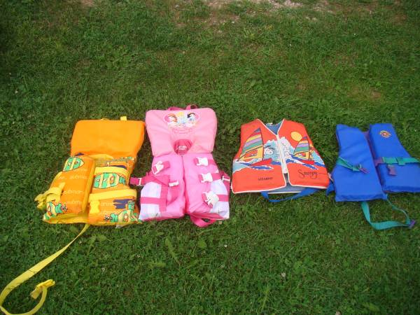 Photo KIDS LIFE PRESERVERS - $5 (13602 BLOOM RD GILLETT WI 54124)