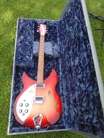 Photo MINT Rickenbacker 330 guitar and case LH - $1,300 (Oconto falls)