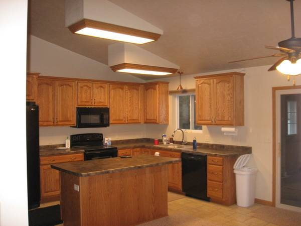Photo Newer ranch home--part-time roommate wanted (Green Bay NW)
