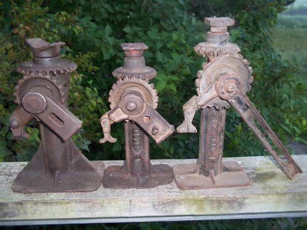 Photo Old Cast Iron Jacks (Abrams)