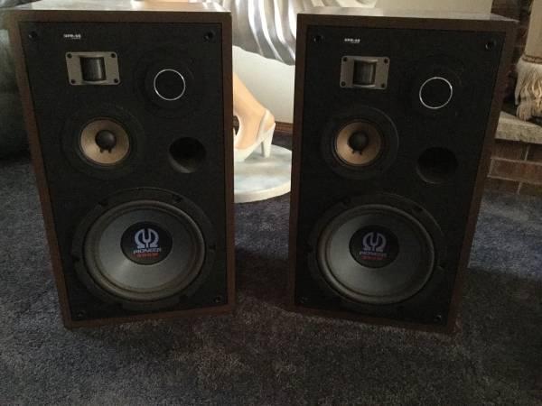 Photo Pioneer Speakers HPM-60 - $200 (Oshkosh)