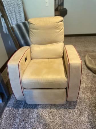Photo Power recliner - $100 (Green bay)