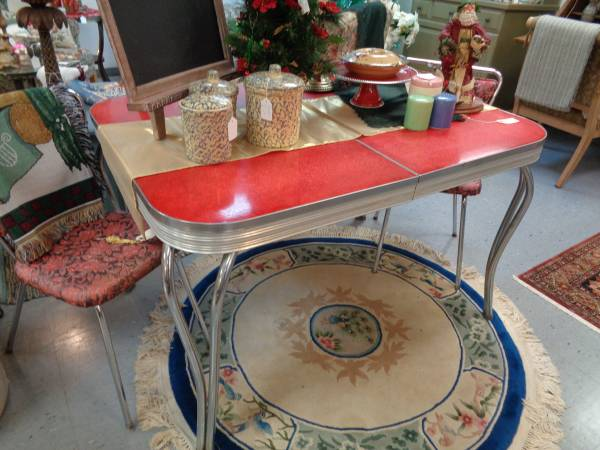Photo Retro Red Chrome Table and 2 Chairs - $159 (west green bay)