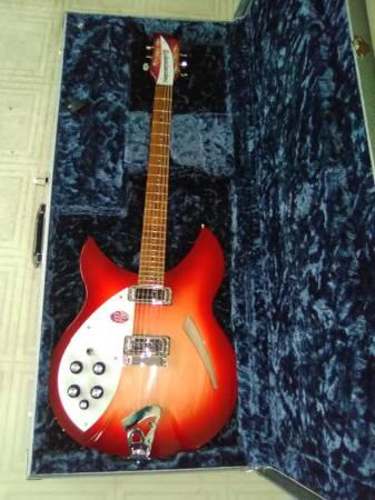 Photo Rickenbacker 330 Guitar with case MINT LH - $1,500 (Oconto falls)