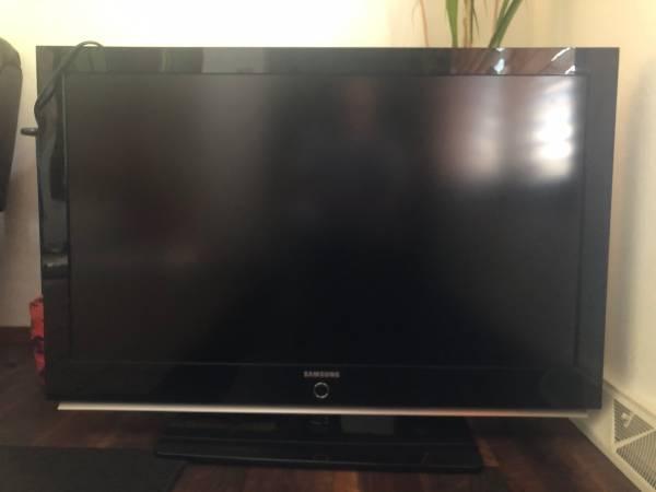 Photo SAMSUNG TV 52-INCH LCD HD FLATSCREEN TV wREMOTE for PARTS - $50 (De Pere)