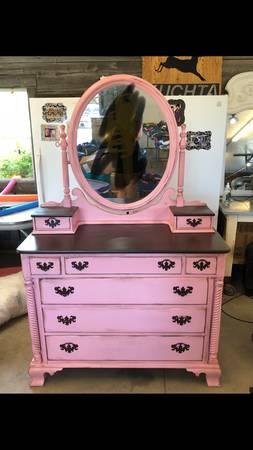 Photo Shabby chic pink dresser - $400 (Coleman)
