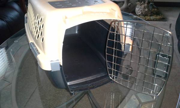 Photo Small petmate pet taxi for dog or small animal - $10 (Kaukauna)