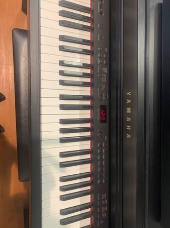 Photo Used Yamaha Clavinova CLP 430 - $1,399 (Green Bay)