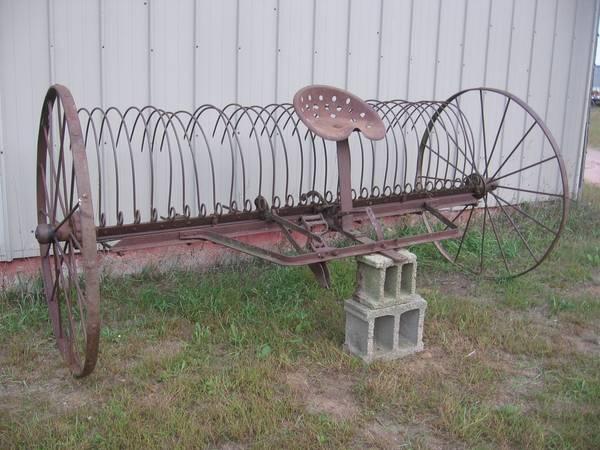 Photo Vintage IHC Steel Wheel Dump Rake - Antique Horse Drawn Yard Art - $200 (shawano)