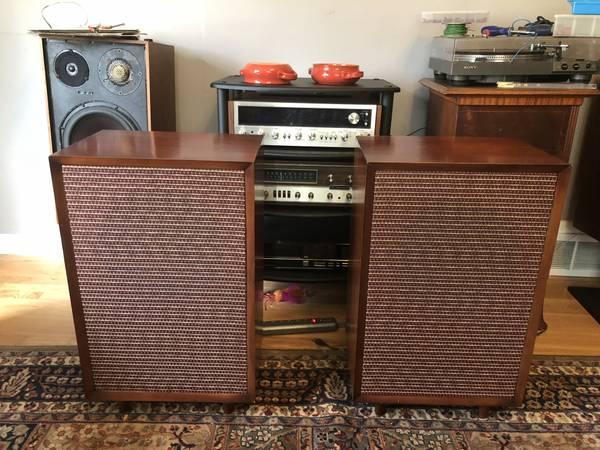 Photo Vintage Stereo Gear, most Rebuilt--McIntosh, Pioneer, Technics, Tube (Milwaukee)