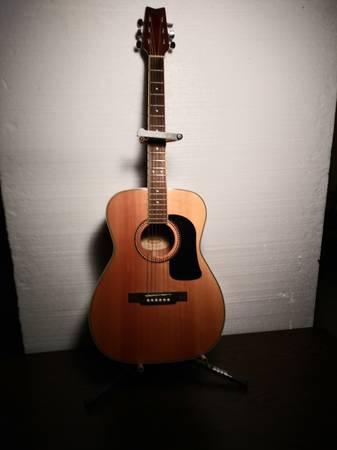 Photo Washburn Acoustic Guitar - $135 (Green Bay)