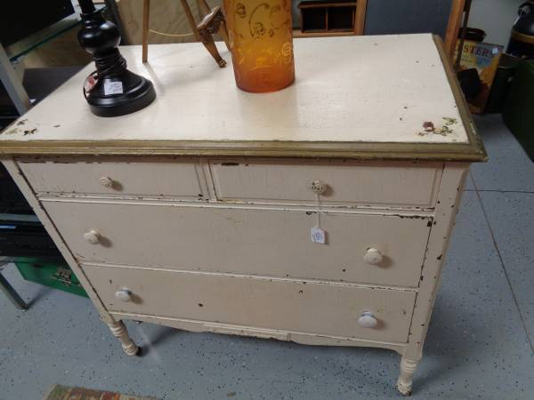 White Antique Dresser - $229 (west green bay)