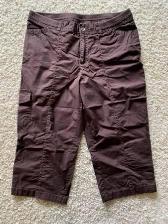 Photo Womens Size 12 Croft  Barrow Crop Pants - $5 (Seymour)