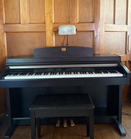 Photo Yamaha Clavinova CLP-230 Digital Piano - $800 (Green Bay)