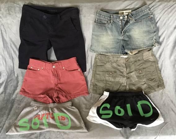 Photo Young girls shorts Gap American Eagle - $2 (Green Bay)