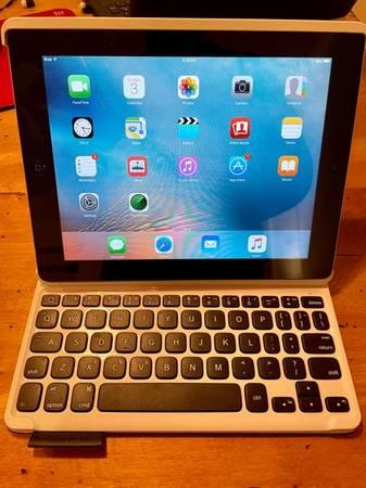 Photo iPad and Bluetooth Keyboard - $175 (Egg Harbor)