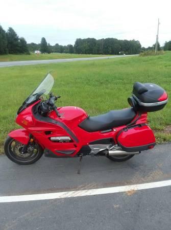 Photo 1997 Honda ST 1100 red 37kmi - $2,475 (Siler City NC)