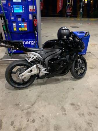 Photo 2011 Honda CBR 600rr - $6,500 (Greensboro)
