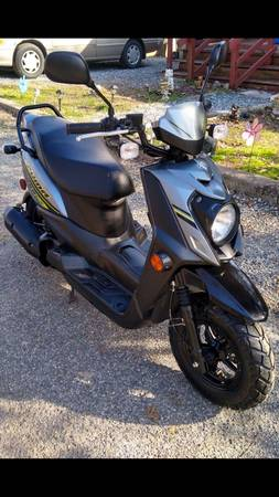 Photo 2016 Yamaha Zuma 50cc scooter moped, 6K miles, like new - $1675 (Asheboro)