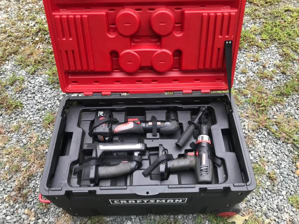 Photo 6 piece Craftsman 19.2 volt Tool set with Rolling Case - $150 (Robbins)