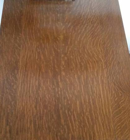 Photo Antique tiger oak small dining table GREAT for apartment CLAW foot fe - $90 (greensboro)