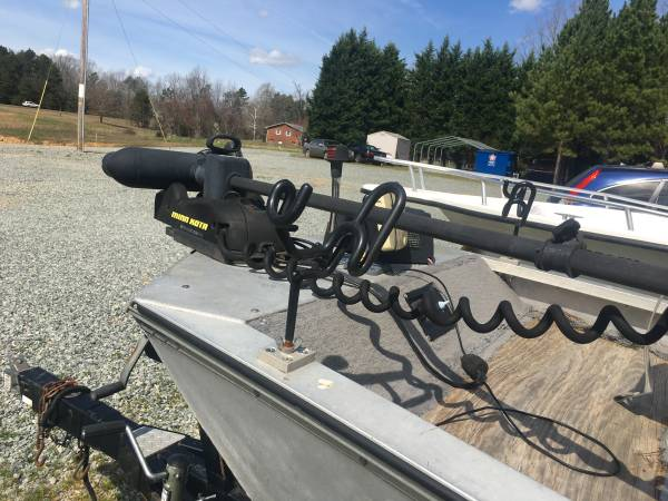 Photo Bass Tracker Boat - $3200 (Lexington  Thomasville)