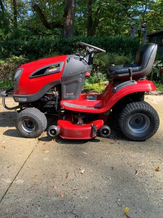 Photo Craftsman Lawn Tractor - $800 (GSO)