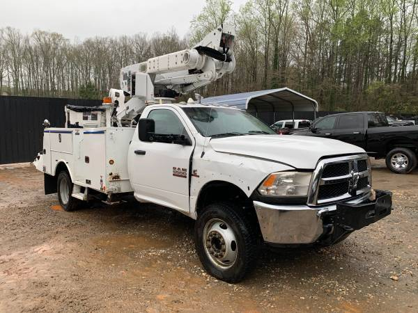Photo Damaged Needs Repair 2014 Dodge Ram 5500 Cummins 4WD Bucket Boom Truck - $26500 (Spartanburg SC)